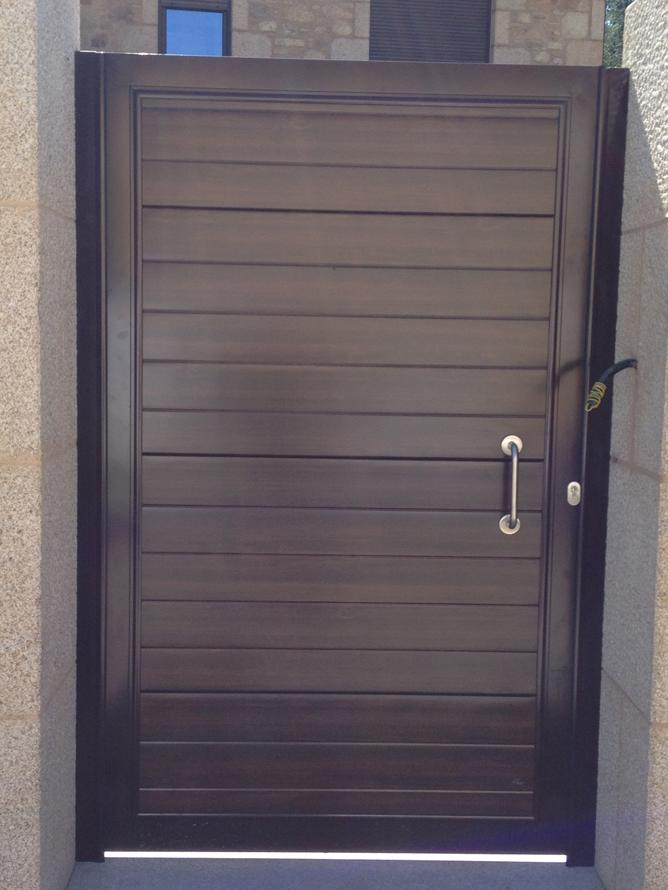 Puertas met licas e inoxidables cerrajer a chico for Puertas exterior metalicas baratas